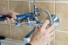 Как установить смеситель в ванной фото