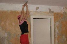 Как смыть побелку с потолка быстро и без грязи