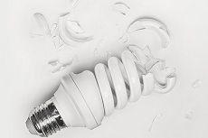 Что делать, если в доме разбилась энергосберегающая лампочка?