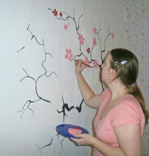 рисунки красками на стене гостиной