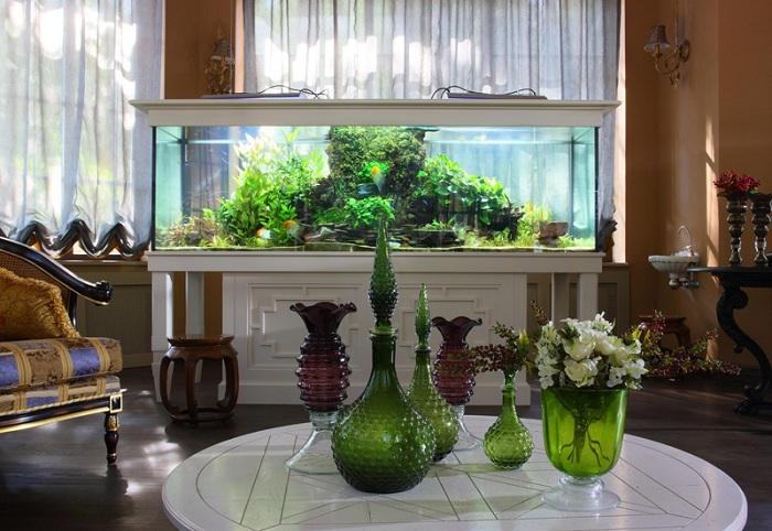 Большой аквариум в интерьере квартиры фото