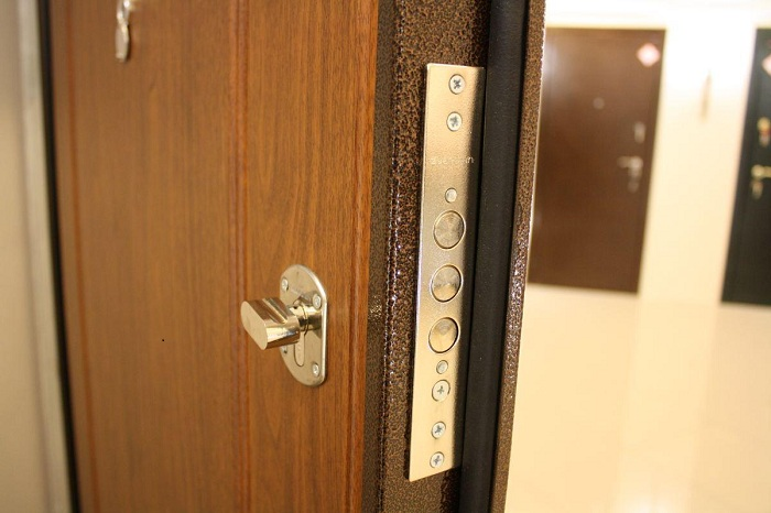 Какие входные двери выбрать в квартиру, Советы и рекомендации от специалистов