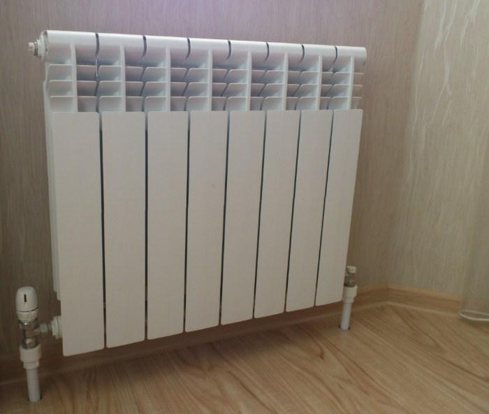 Труба отопления в комнате фото