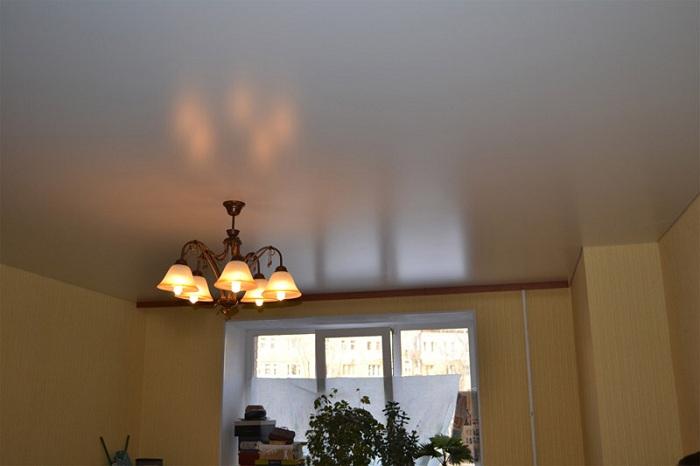 Натяжной матовый потолок фото