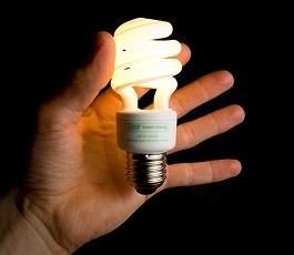 Почему мигает лампа при выключенном свете?