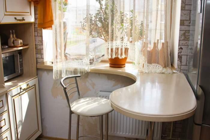 Фото столешница у окна стол из камня на кухню Лыткино