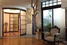 Стеклянные перегородки в квартире: виды, преимущества, особенности монтажа