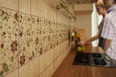 Чем отделать на кухне стены: варианты отделочного материала