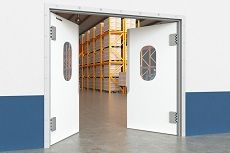 Маятниковые двери: плюсы и минусы, критерии выбора, советы по установке