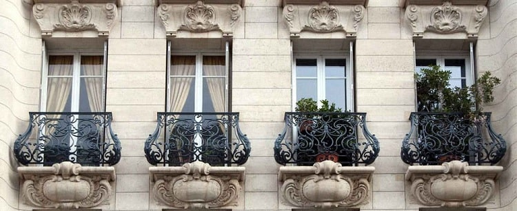 французский балкон в многоквартирном доме