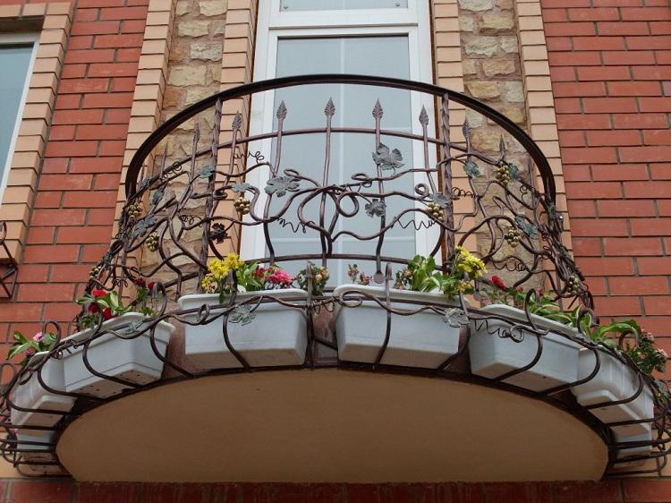 Кованый французский балкончик