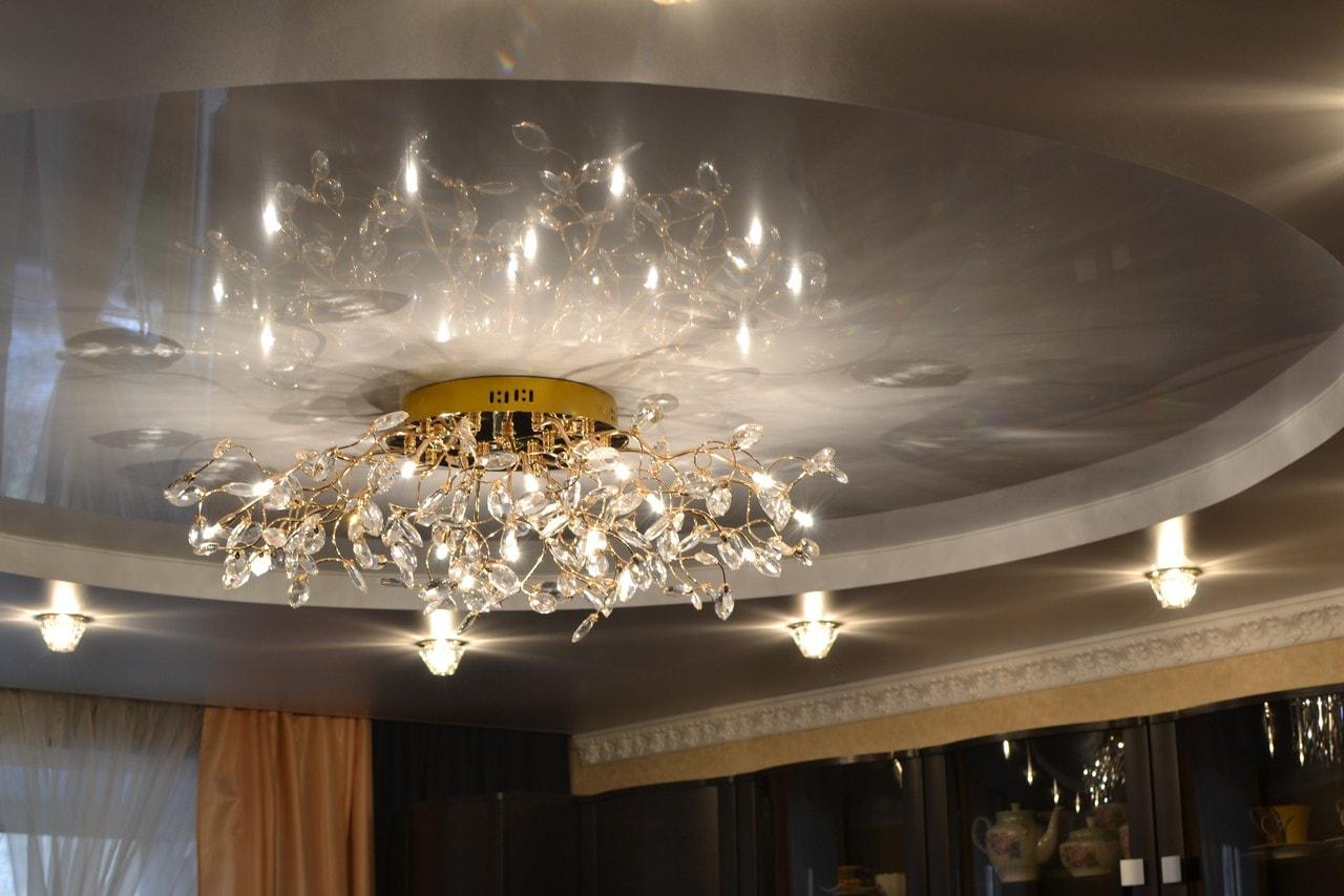 Люстры для зала фото с натяжными потолками гусфандхо мол