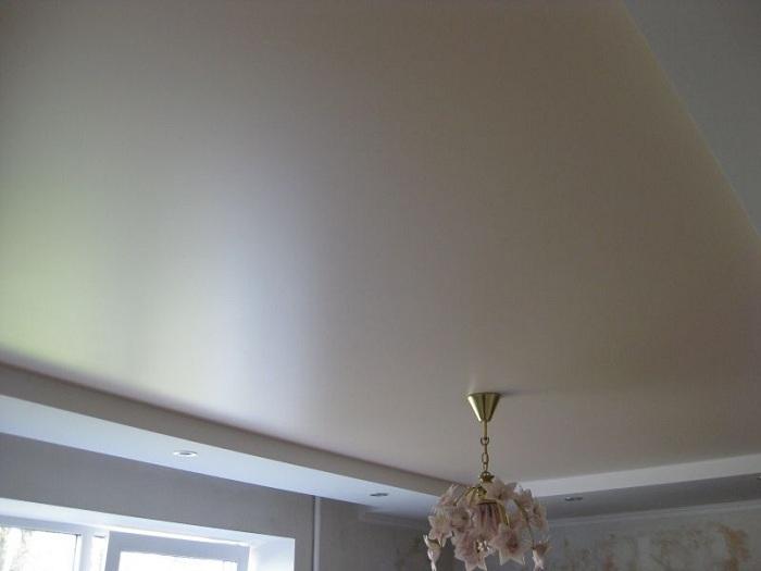 Сатиновые натяжные потолки плюсы и минусы фото
