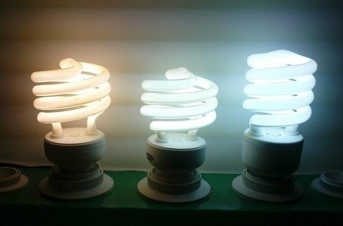 Энергосберегающие лампы горят